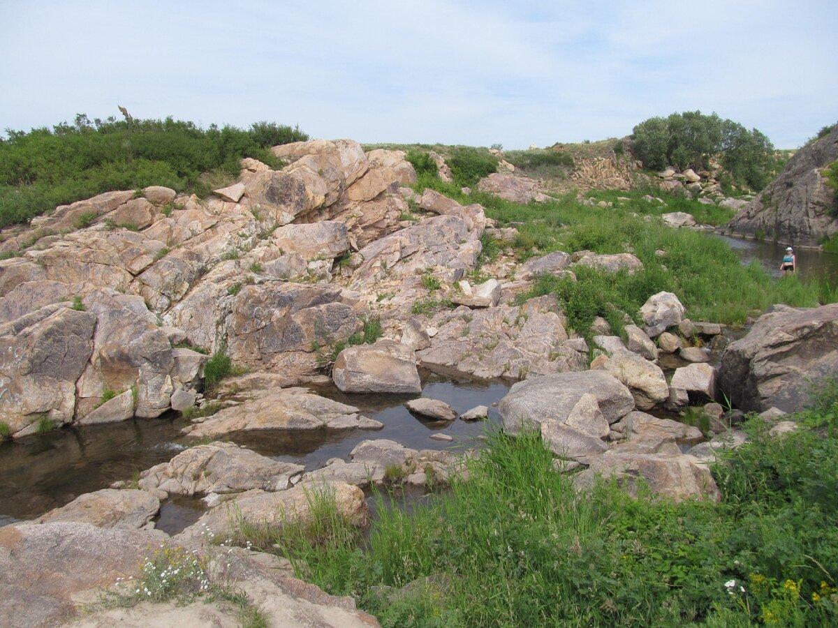 Каменка: скальный разлом посреди степи