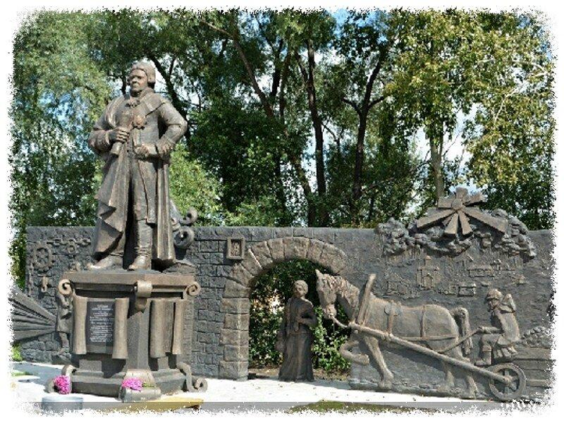 Памятник Андрею Порошину в Павловске